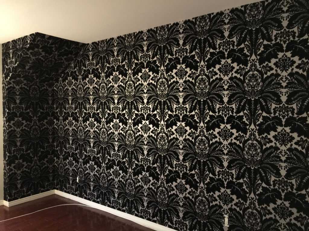 photo-damask-noir_mur-o-tech